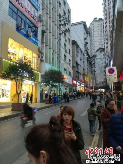 重庆武隆发生5.0级3D传奇地震暂无人员伤亡 民众街上避险