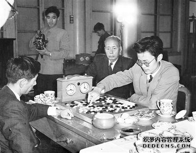 11月1日晚,中国围棋界元老陈祖德九段因胰腺癌医治无效在北京病逝。陈祖德是中国围棋的元老,也是我国第一位战胜日本职业围棋九段的棋手,曾任中国棋院院长、中国围棋协会主席。